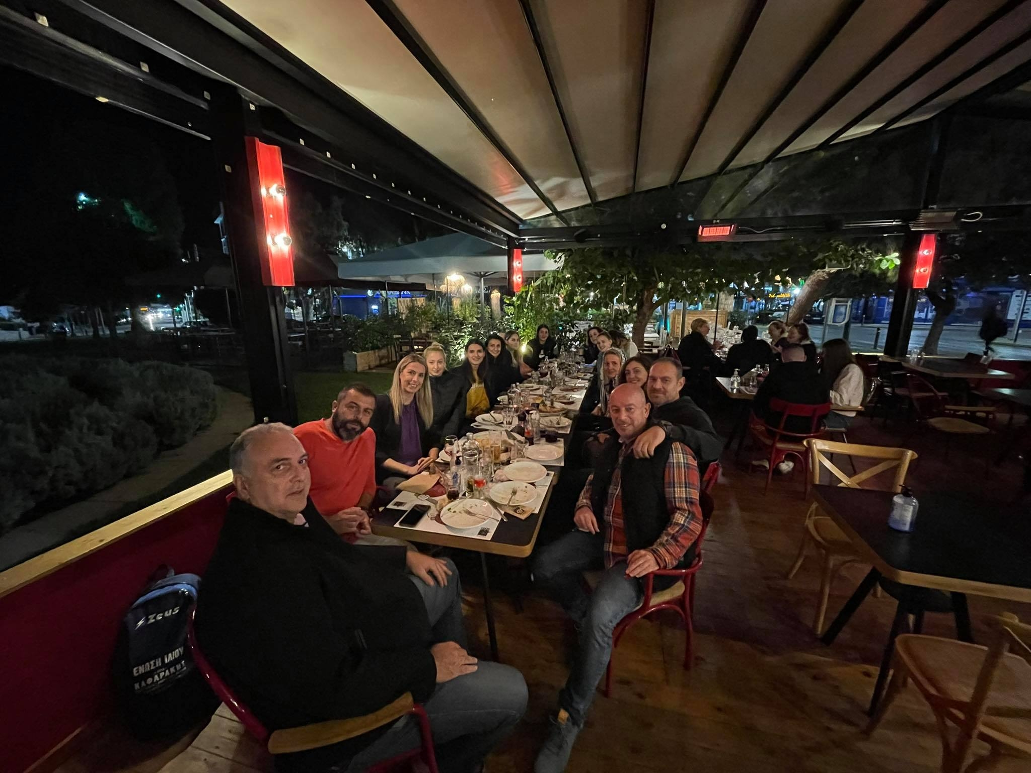 IΔείπνο για καλή σεζόν στις Γυναίκες της Ένωσης Ιλίου από το Enzzo Cook Bar!
